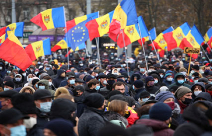 Thousands rally in Moldova calling for early elections