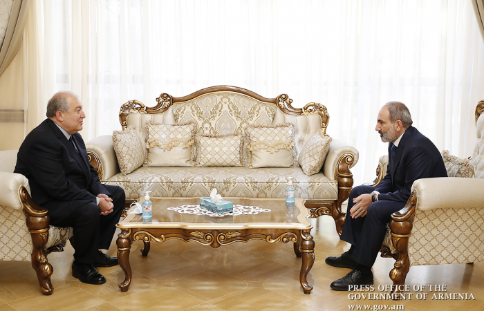 Armenian leaders meet as efforts continue to resolve political crisis
