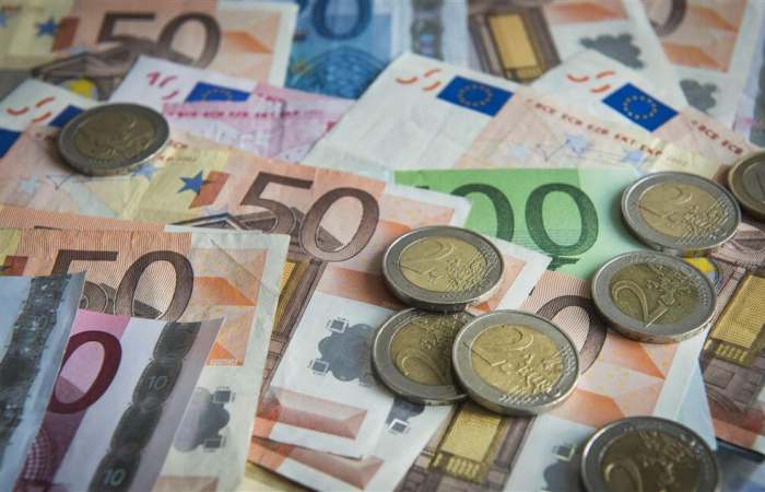 EU leaders push for stronger euro as international payment currency