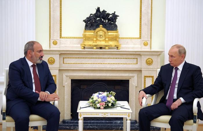 Putin and Pashinyan meet to discuss South Caucasus