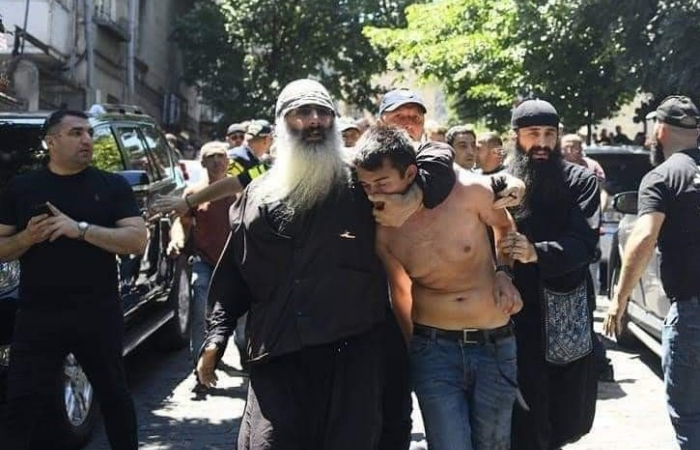 Far-right vigilantes tear down and burn the European flag in front of the Georgian parliament