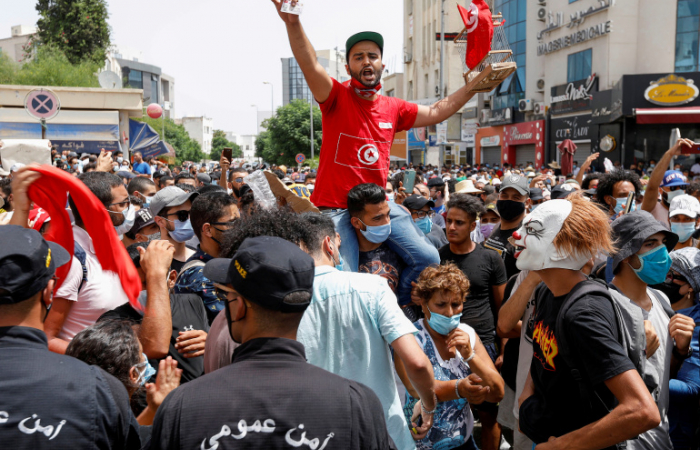 In Tunisia, Ennahda calls for dialogue and says it is ready for early elections