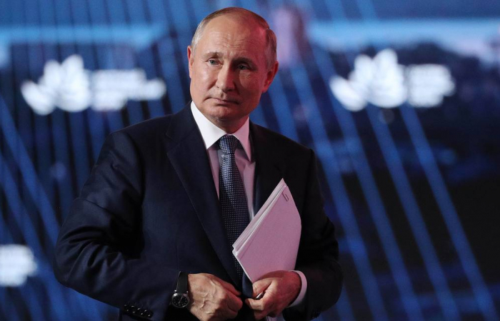 Putin wants container ships to pass through the Northern Sea Route next year