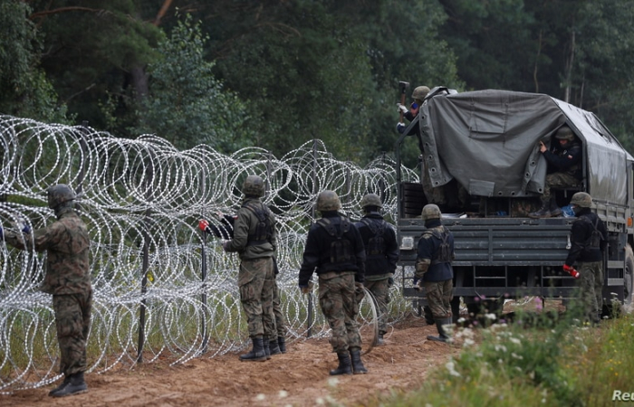 Polish authorities prepare to declare a state of emergency in regions along border with Belarus
