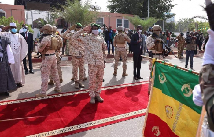 Thousands demonstrate in Mali in support of the military