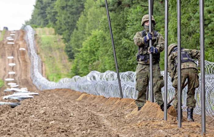 Poland sends thousands of extra soldiers to the border with Belarus