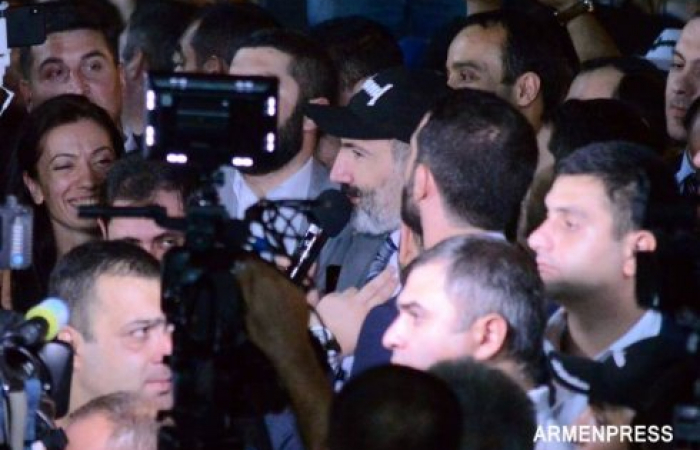 Pashinyan pushes for December elections amid political turmoil