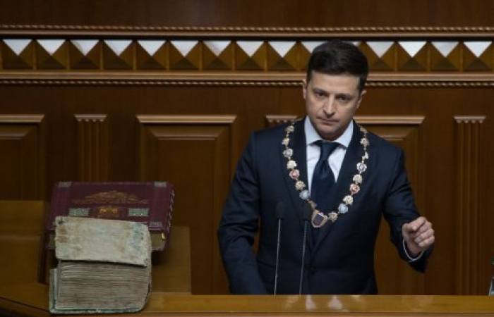 Zelensky dissolves Ukrainian Parliament as he is sworn in as President