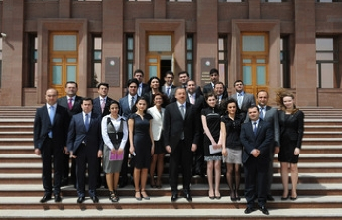 Ilham Aliev meets Azerbaijani youth and student leaders