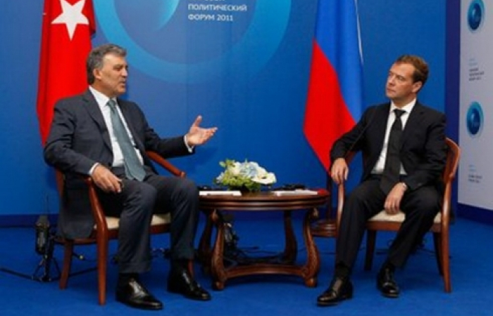 Gul and Medvedev discuss Caucasus and a range of other international issues